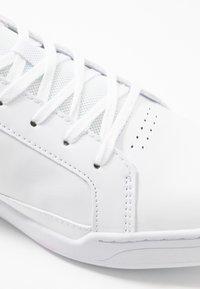 Lacoste - CHALLENGE - Sneakersy niskie - white - 5