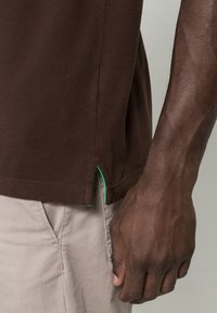 GANT - CONTRAST COLLAR RUGGER - Pikeepaita - dark brown - 6