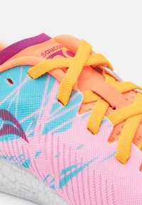 Saucony - FASTWITCH 9 - Competition running shoes - future pink - 5