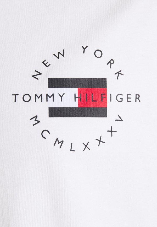 Tommy Hilfiger CIRCLE CHEST CORP TEE - T-shirt basic - white/biały Odzież Męska BDRD