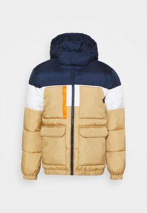 MULTI POCKET HOODED PUFFER - Winter jacket - classic khaki