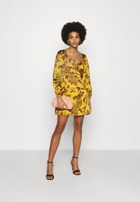 Glamorous - MINI DRESS WITH PUFF SLEEVES - Cocktail dress / Party dress - ochre - 1