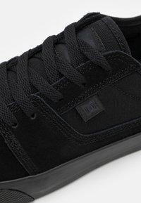 DC Shoes - TONIK UNISEX - Tenisky - black - 5