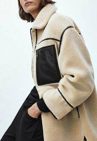 Massimo Dutti - WENDE - Short coat - ochre - 2