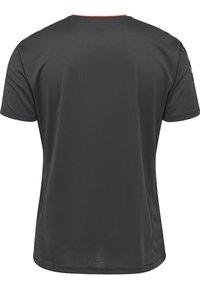 Hummel - T-shirt z nadrukiem - asphalt - 1