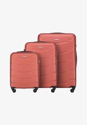 SET TRAVEL - Wheeled suitcase - orange