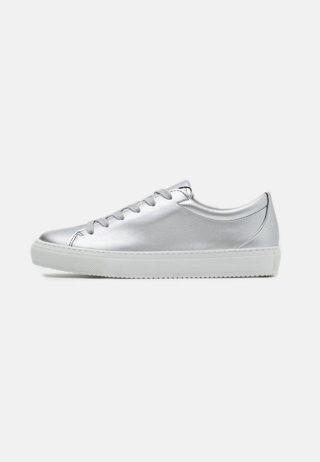 ZERO WASTE METALLIC CUPSOLE - Sneakers - silver