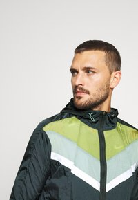 Nike Performance - Sports jacket - seaweed/asparagus/reflective silver - 3