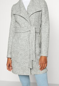 Vero Moda - VMBRUSHEDDORA JACKET - Zimní kabát - light grey melange - 4