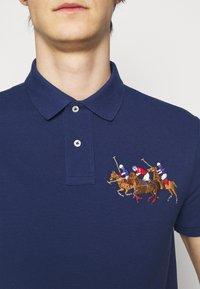 Polo Ralph Lauren - CUSTOM SLIM FIT TRIPLE-PONY POLO SHIRT - Koszulka polo - freshwater - 4