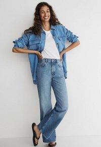 Massimo Dutti - MIT HOHEM BUND - Jean bootcut - dark blue - 1