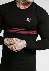 SIKSILK - CUT & SEW TEE - Langarmshirt - black/wine - 4