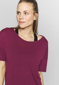 Nike Performance - YOGA LAYER - T-shirt basic - villain red/shadowberry - 3