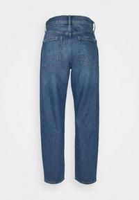 GAP - BARREL BURFORD - Relaxed fit jeans - medium indigo - 1