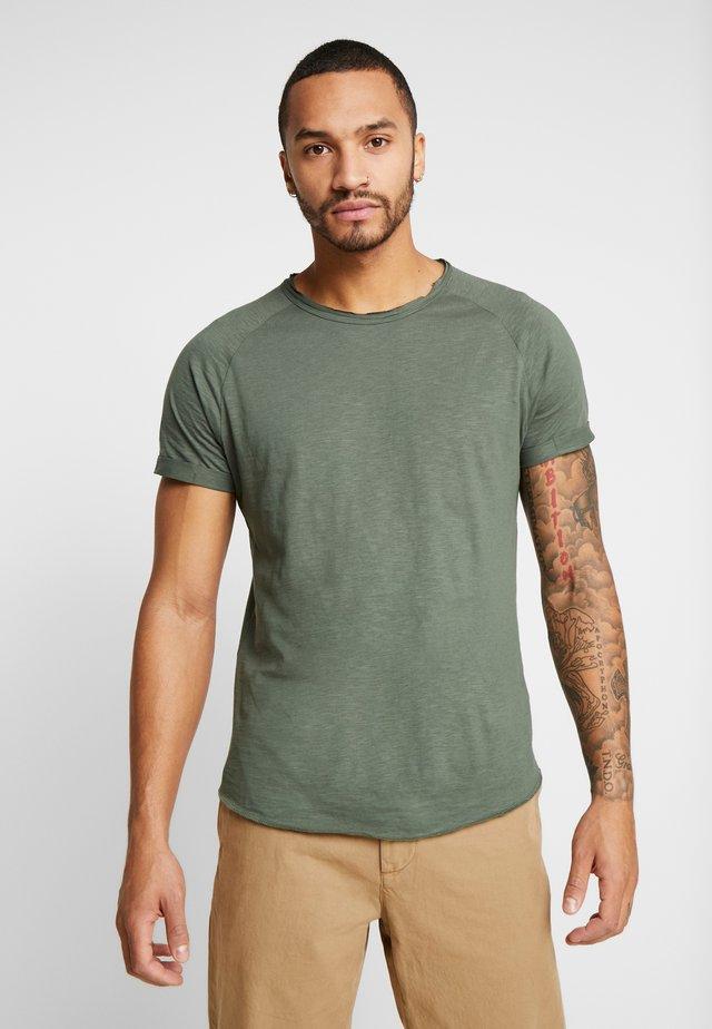 KAS TEE - Basic T-shirt - duck green