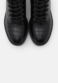 Vero Moda Wide Fit - VMTESS BOOT WIDE FIT - Platåstøvletter - black - 5
