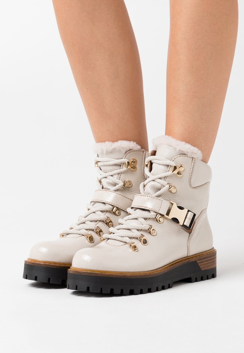 Alpe - TIANA - Ankle boots - hielo