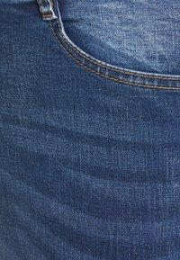 Missguided Plus - SINNER KNEE DISTRESS - Jeans Skinny Fit - blue - 2