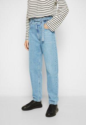 RIYA ELASTICATED PEG - Straight leg jeans - traffic/mid washed indigo