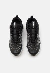 Nike Sportswear - AIR MAX 270 REACT UNISEX - Tenisky - black/white/dark smoke grey/wolf grey - 3