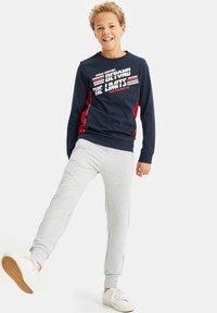 WE Fashion - MET OPDRUK EN COLOURBLOCKING - Long sleeved top - dark blue - 0