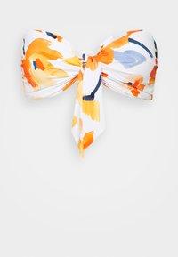SUMMER MEMOIRS TWIST TIE FRONT BANDEAU - Bikini top - white