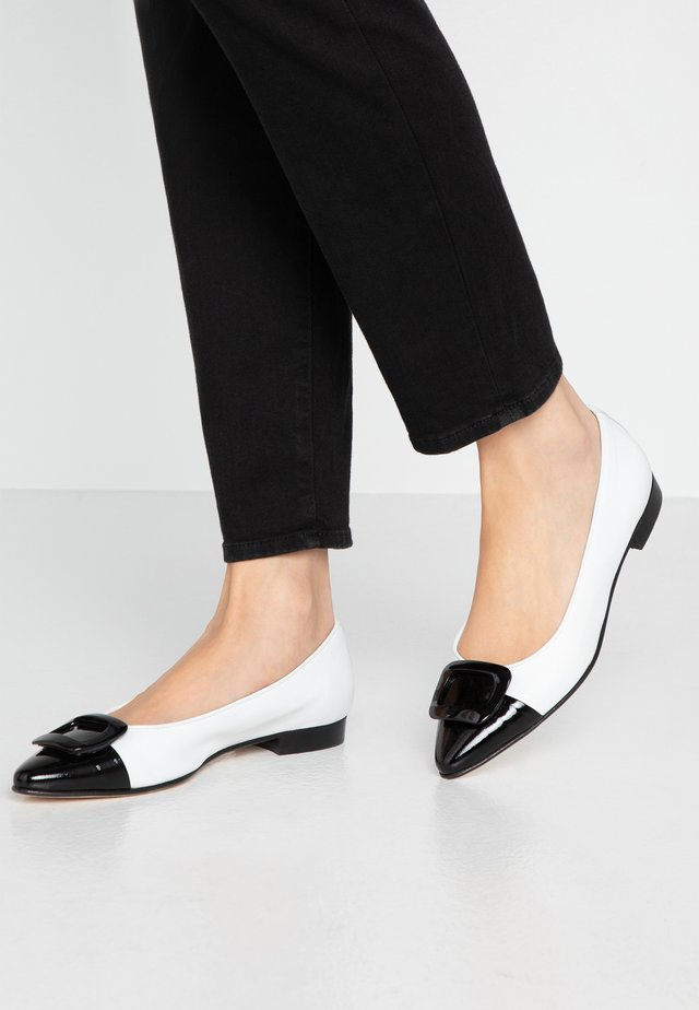 SISA - Ballerinasko - nappa/bianco