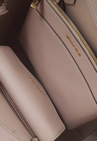 MICHAEL Michael Kors - KIMBERLY 3 IN 1 TOTE SET - Handbag - soft pink - 4