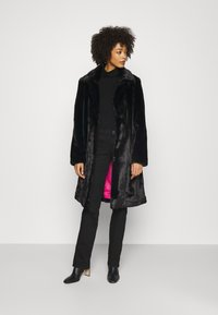 Guess - NEW SHELLY COAT - Classic coat - jet black - 1