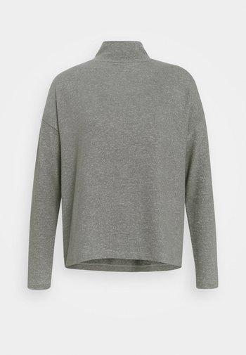 SOKOLE - Strikkegenser - easy grey