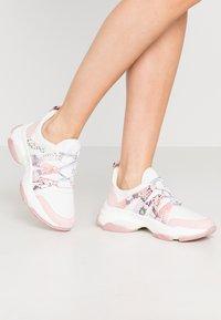 Steve Madden - CREDIT - Sneakers laag - pink/multicolor - 0