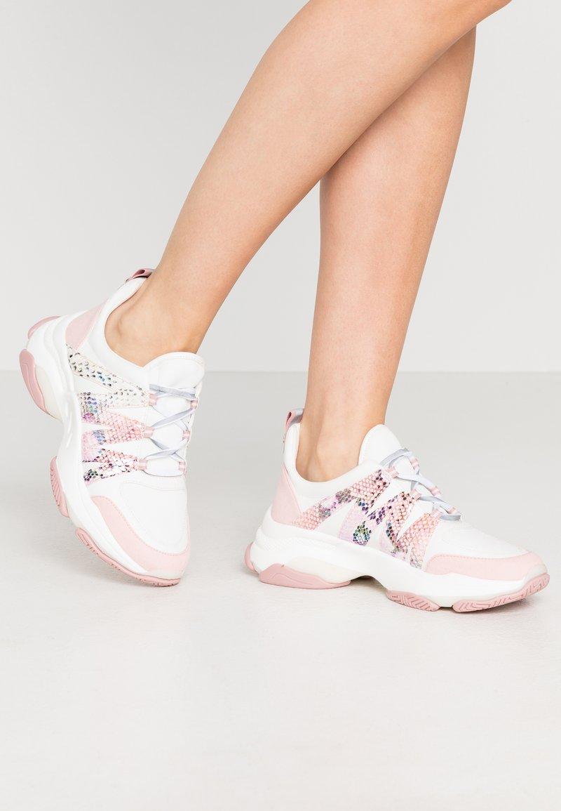 Steve Madden - CREDIT - Sneakers laag - pink/multicolor