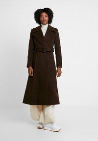 IVY & OAK - STATEMENT  - Zimní kabát - dark chocolate - 0