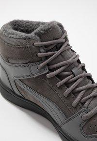 Puma - REBOUND LAYUP UNISEX - Sneakers alte - castlerock/black - 5