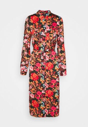 VMEMELY BELT SHIRT DRESS - Abito a camicia - black