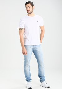 Tommy Jeans - SLIM SCANTON BELB - Jeans slim fit - berry light blue - 1
