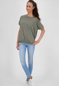 alife & kickin - Basic T-shirt - dust - 1