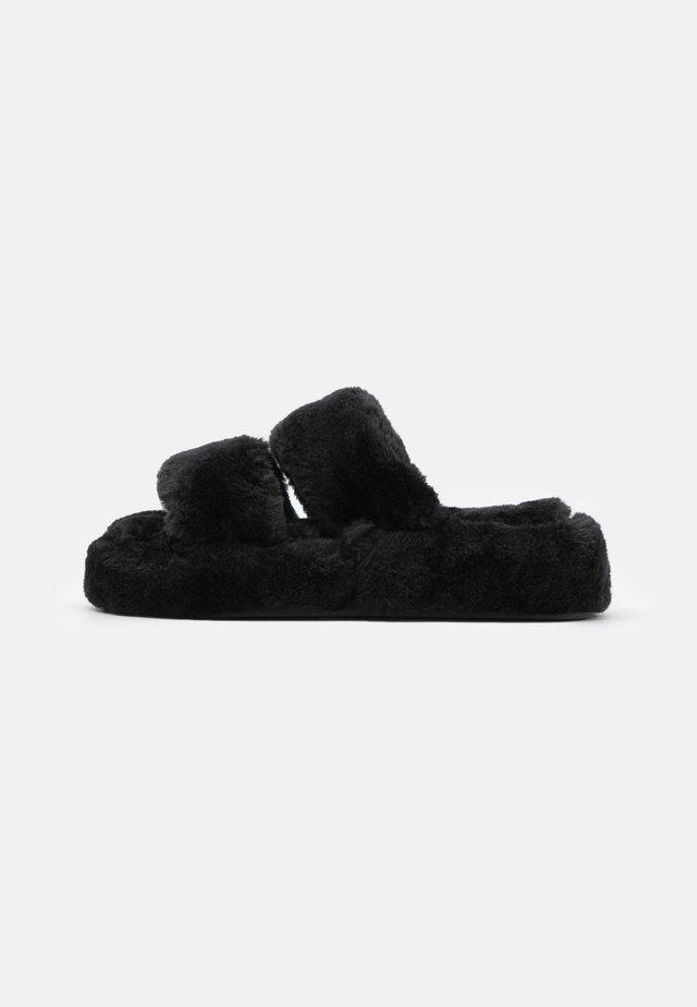 Tofflor & inneskor - black