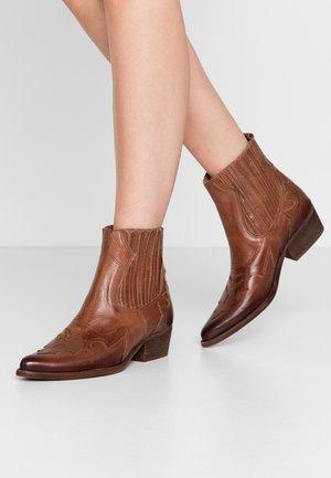 WEST - Cowboy/biker ankle boot - uraco santiago