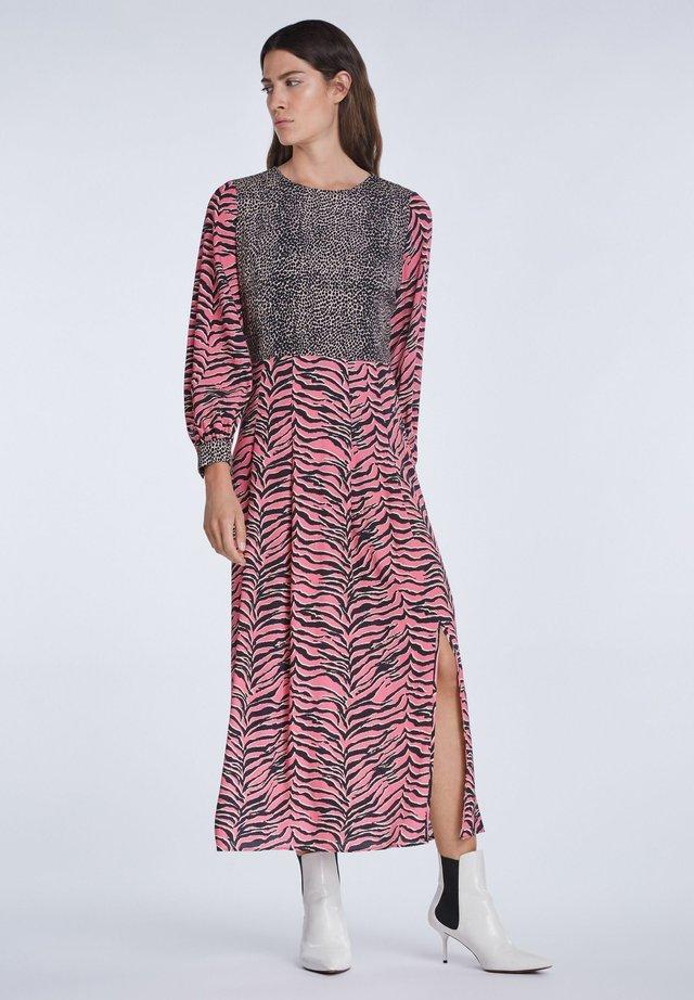 Maxi dress - pink grey