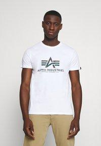Alpha Industries - BASIC RAINBOW - Print T-shirt - white - 0