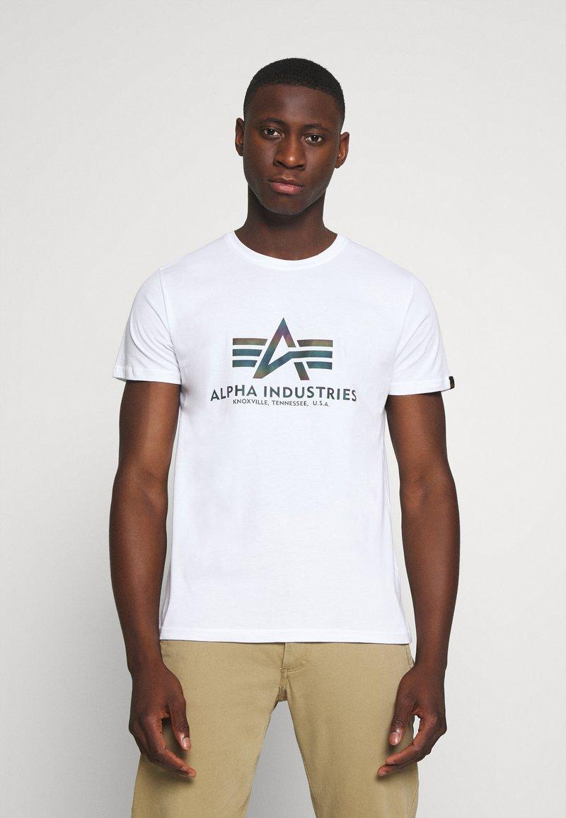 Alpha Industries - BASIC RAINBOW - Print T-shirt - white