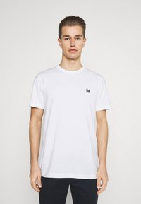 Selected Homme - SLHJUDE O NECK TEE - Basic T-shirt - bright white - 0