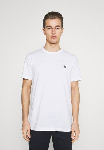 SLHJUDE O NECK TEE - Jednoduché triko - bright white