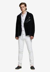 Jack & Jones PREMIUM - JPRVICTOR SLIM FIT - Skjorta - white - 1