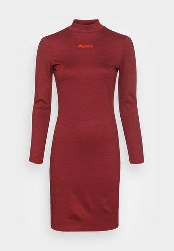 BODYCON DRESS - Jersey dress - intense red