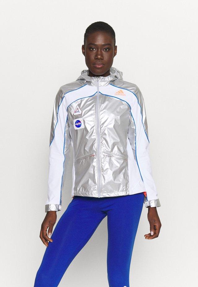 SPACE - Běžecká bunda - silver/white