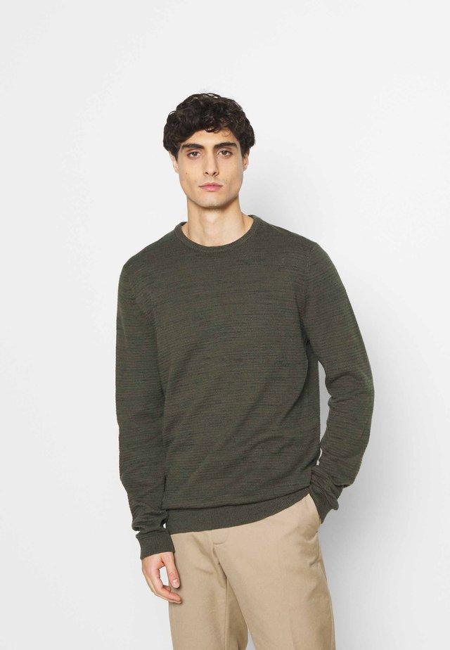 Stickad tröja - khaki/oliv