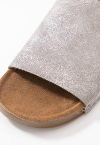 MAHONY - CLOE - Mules - silver - 2
