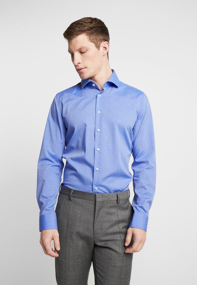 SLIM FIT SPREAD KENT PATCH - Formal shirt - blue